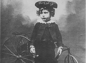 Carlos Drummond de Andrade aos dois anos de idade